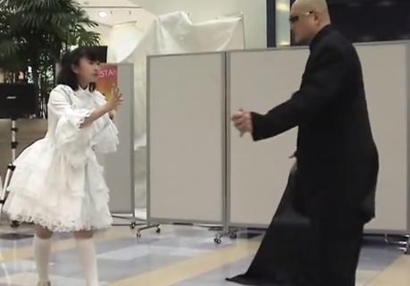 《父と娘で驚愕アニメーションダンス!》ストロングマシンのパフォーマンスがまた進化!