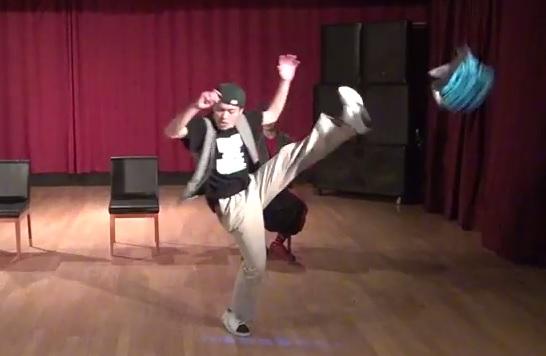 《BUSTA JAKK BOOGIE》超ノリノリ!ニヤけてしまうロックダンスがここにある!